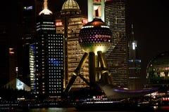 上海lujiazui财务和贸易区地平线的夜视图 免版税图库摄影