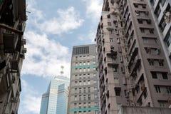 上环的香港现代营业所摩天大楼有蓝天的 免版税图库摄影