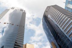 上环的香港现代营业所摩天大楼有蓝天的 免版税库存图片