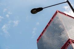 上环的香港现代营业所摩天大楼有蓝天的 库存照片