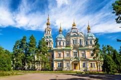 上生大教堂在阿尔玛蒂,哈萨克斯坦Panfilov公园  库存图片