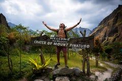 登上的Pinatubo游人 库存照片