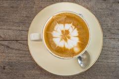上等咖啡咖啡,投入了轻的木地板 库存照片