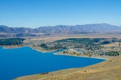 从登上约翰山顶的美好的特卡波湖视图  库存图片