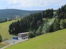 上维森塔尔,德国- 2017年8月15日:从山菲希特尔贝尔格的看法在上维森塔尔的滑雪跃迁 库存图片