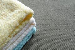 上色不同的毛巾 库存照片
