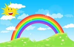 上色与云彩的彩虹和微笑太阳、草和花,与梯度蓝天 免版税库存照片