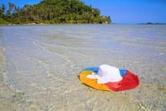 上色在海水,苏梅岛,泰国的帽子 免版税库存照片