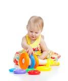 上色女孩少许使用的微笑的玩具 免版税库存图片