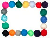 上色编织的羊毛纱线 免版税库存照片