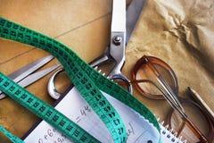 上色缝纫机的螺纹,纺织工业的 库存照片