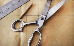 上色缝纫机的螺纹,纺织工业的 免版税图库摄影