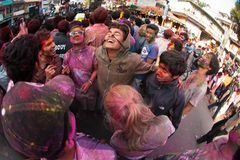上色节日holi尼泊尔 免版税库存图片