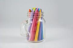 上色蜡笔玻璃瓶 免版税库存图片