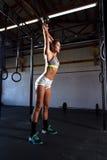 上色解决一名运动的妇女的图象健身房的 库存照片