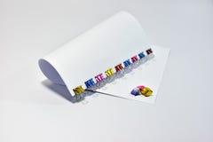 上色金属黏合剂夹子办公用品纸夹 免版税库存图片