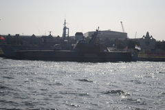 上色黑暗的图象军用船 免版税库存照片