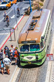 上路面电车的旧金山乘客 免版税库存照片