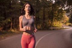 上身射击,一个少妇,跑的跑步,体育穿戴, s 库存照片