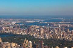 上部东边曼哈顿空中直升机视图在纽约 美国 免版税图库摄影