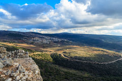 上部内盖夫加利利山使石头、古老堡垒环境美化,北部以色列视图岩石和废墟  库存照片