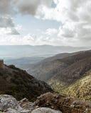 上部内盖夫加利利山使石头、古老堡垒环境美化,以色列视图岩石和废墟  免版税库存照片