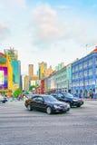 上部发怒街道和汽车通行在中国镇新加坡 库存照片