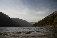 上部湖, Glendalough,两个湖,威克洛爱尔兰谷  免版税图库摄影