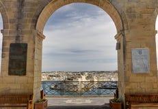 从上部Barraka庭院的看法瓦莱塔市的港口的,马耳他海岛的资本 库存照片