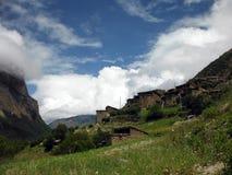 上部Pisang离开的喜马拉雅村庄  免版税库存图片
