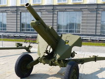 上部Pyshma,俄罗斯- 2016年7月02日:军用设备博物馆的内部  火炮地面部队 免版税库存照片