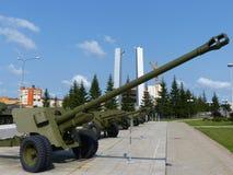 上部Pyshma,俄罗斯- 2016年7月02日:军用设备博物馆的内部  火炮地面部队 库存图片