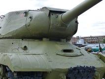 上部Pyshma,俄罗斯- 2016年7月02日:苏联重的坦克IS-2 mod 1943 - 军用设备博物馆的展览  库存照片