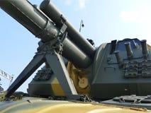 上部Pyshma,俄罗斯- 2016年7月02日:152 mm自走短程高射炮2S19 ` -军用设备博物馆的展览  免版税图库摄影