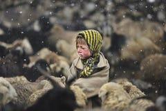 从上部Shimshal村庄的女孩 图库摄影
