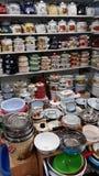 上釉的水壶,平底锅,筛子,盒盖,桶, 库存照片