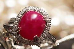 上限值宝石辅助部件,金子,金刚石,红宝石,圆环 免版税库存照片