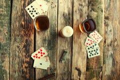 从上面打牌的老木桌 免版税图库摄影