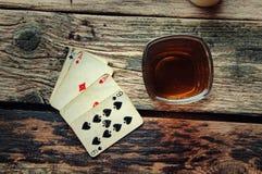 从上面打牌的老木桌 库存图片