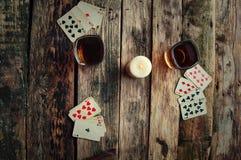 从上面打牌的老木桌 图库摄影