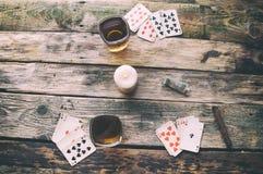 从上面打牌的老木桌 免版税库存图片