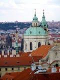 从上面的布拉格视图与铜绿色屋顶 库存图片