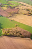 从上面的鸟瞰图在南部分的绿色不规则的领域  库存照片
