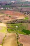 从上面的鸟瞰图在南部分的绿色不规则的领域  库存图片