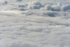从上面看的剧烈的灰色云层 库存图片