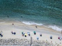 从上面看的海底,赞布罗内海滩,卡拉布里亚,意大利 鸟瞰图 免版税库存图片