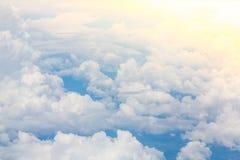 上面飞机飞行的翼 库存图片