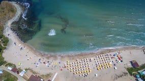 从上面鸟瞰图的黑海海滩 库存照片