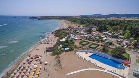 从上面鸟瞰图的黑海海滩 免版税库存照片