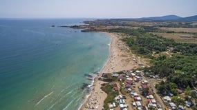 从上面鸟瞰图的黑海海滩 免版税库存图片